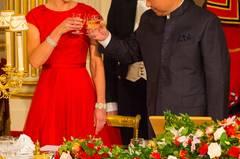 Majestätisch: Beim Staatsbankett mit dem chinesischen Präsidenten XI Jinping im Buckingham Palast, geriet Kates rote Traumrobe von Jenny Packham fast in den Hintergrund. Volle Aufmerksamkeit bekam bei diesem Aftritt dagegen ihre königlichen Tiara.