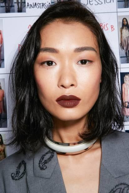 Make-up Trends 2017: Lippenstift in Beerentönen bei Emporio Armani