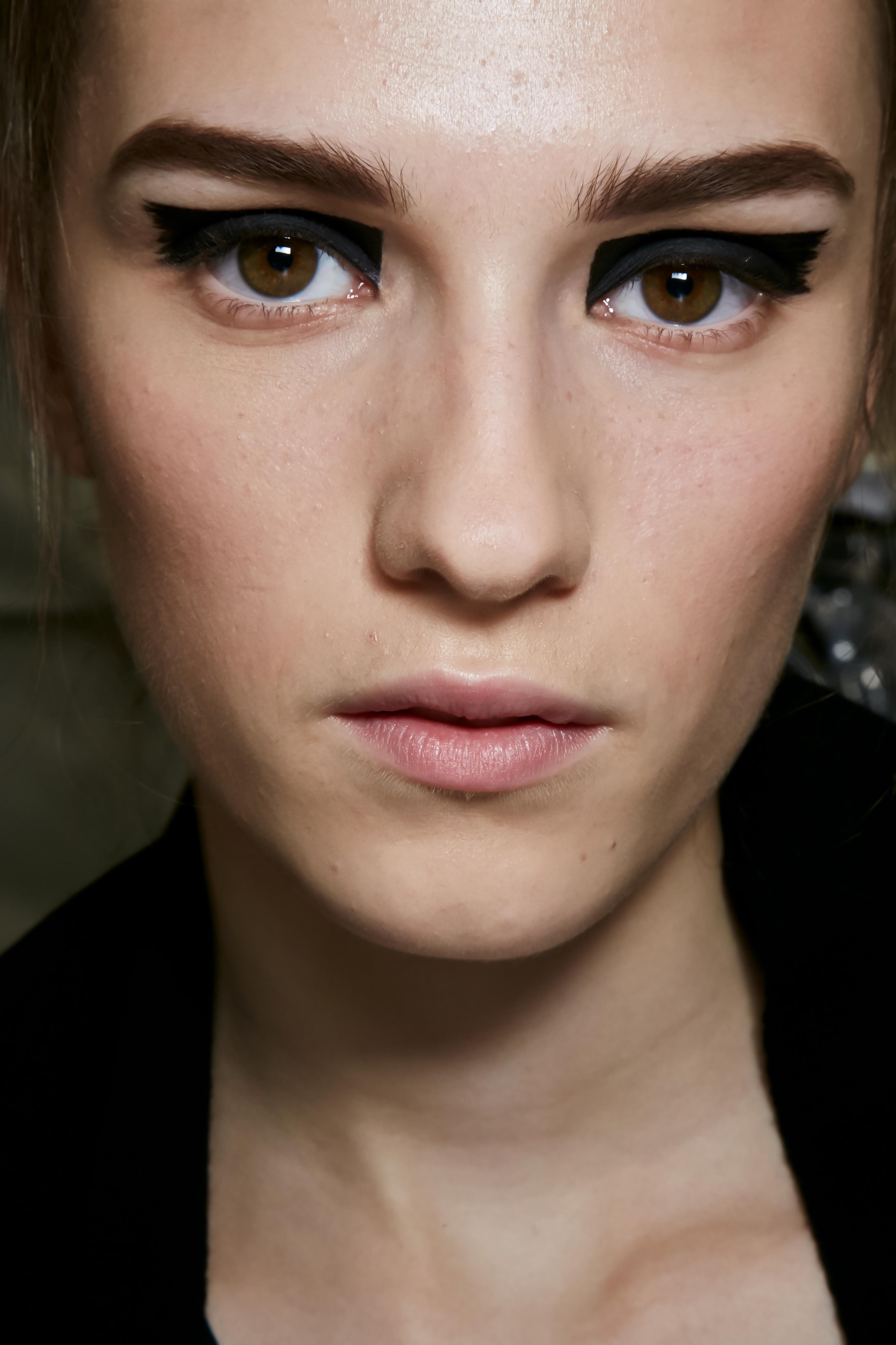 Make-up Trends 2017: Geometrischer Eyeliner bei Vionnet