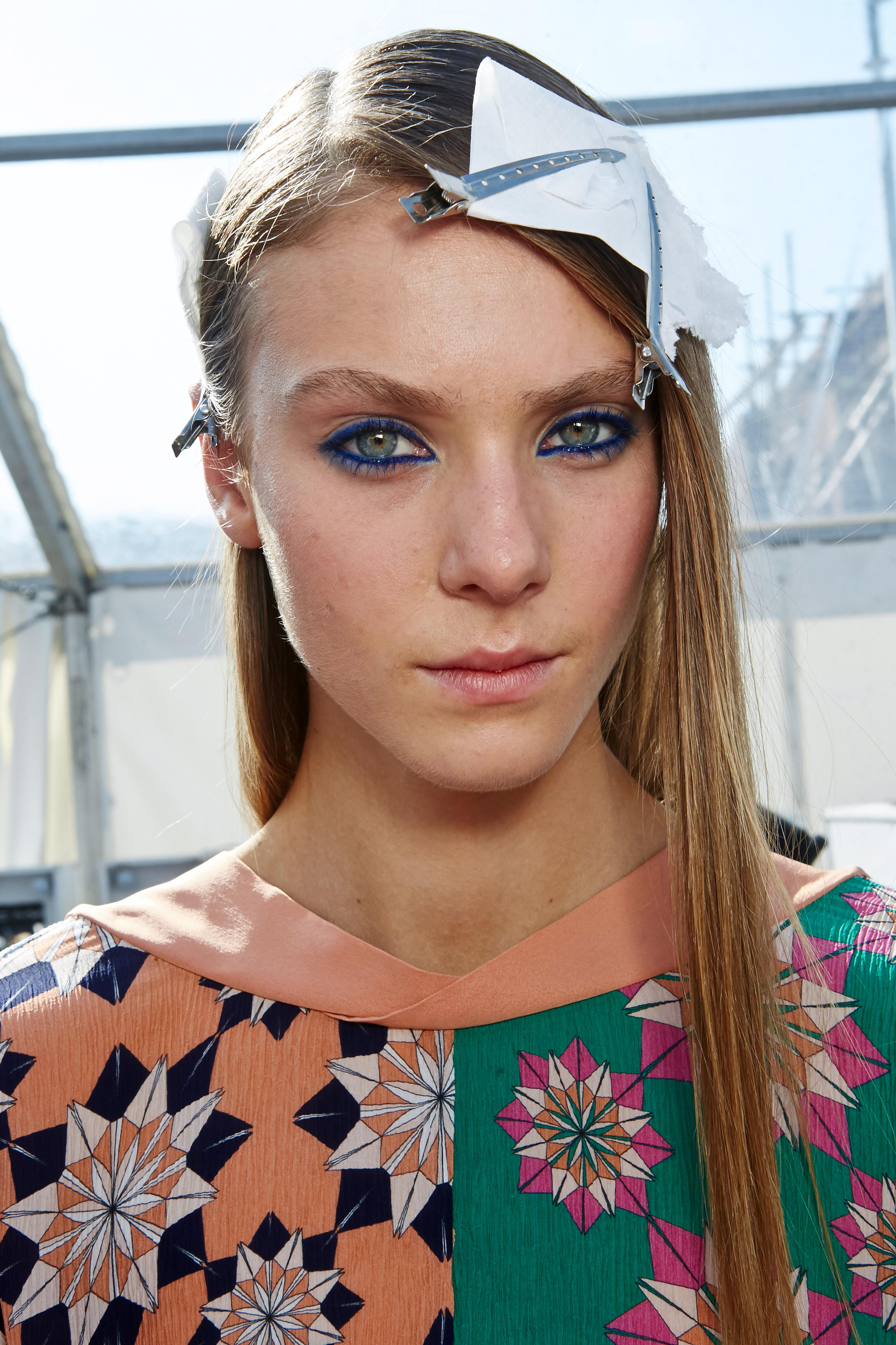 Make-up Trends 2017: Bunter Eyeliner bei Jonathan Saunders