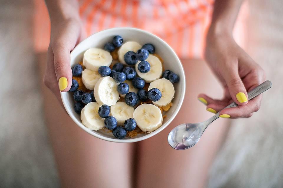 Iss dich schön!: 20 Lebensmittel für schöne Haut und glänzendes Haar