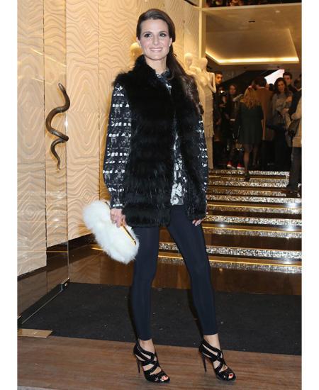 Kombi-Tipps: Wer auch in gemütlichen Leggins elegant aussehen möchte, sollte immer zu einfarbigen und dunklen Modellen greifen. Dazu passen Blusen in allen Variationen. Ein langer Mantel, ein Blazer oder eine angesagte Weste setzen das i-Tüpfelchen.
