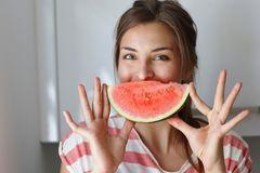lebensmittel jung halten: Frau Melone
