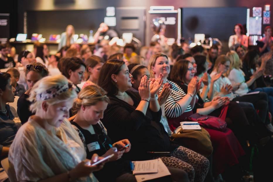 Konferenz für Elternblogger: Zum zweiten Mal lud das Blogfamilia-Netzwerk die Elternblogger-Community zu ihrer Konferenz nach Berlin ein - und 125 Elternblogger kamen! Es wären noch sehr viel mehr geworden, wenn die Plätze nicht so schnell vergeben worden wären.