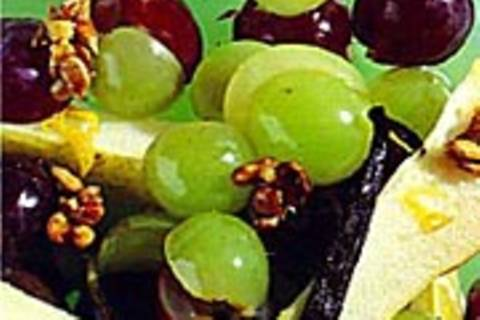 Traubensalat mit Sonnenkern-Krokant