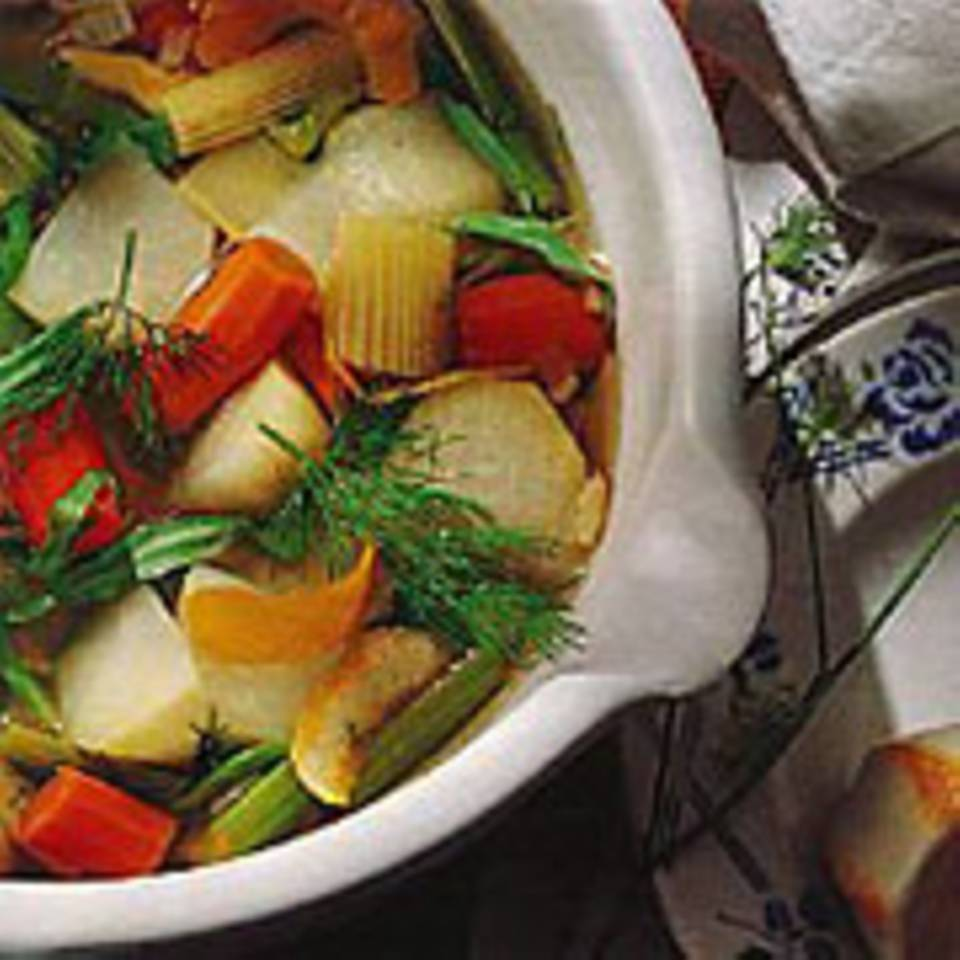 Gemüsesuppe mit Kräutern