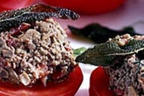 Tomatenscheiben mit Lebercreme