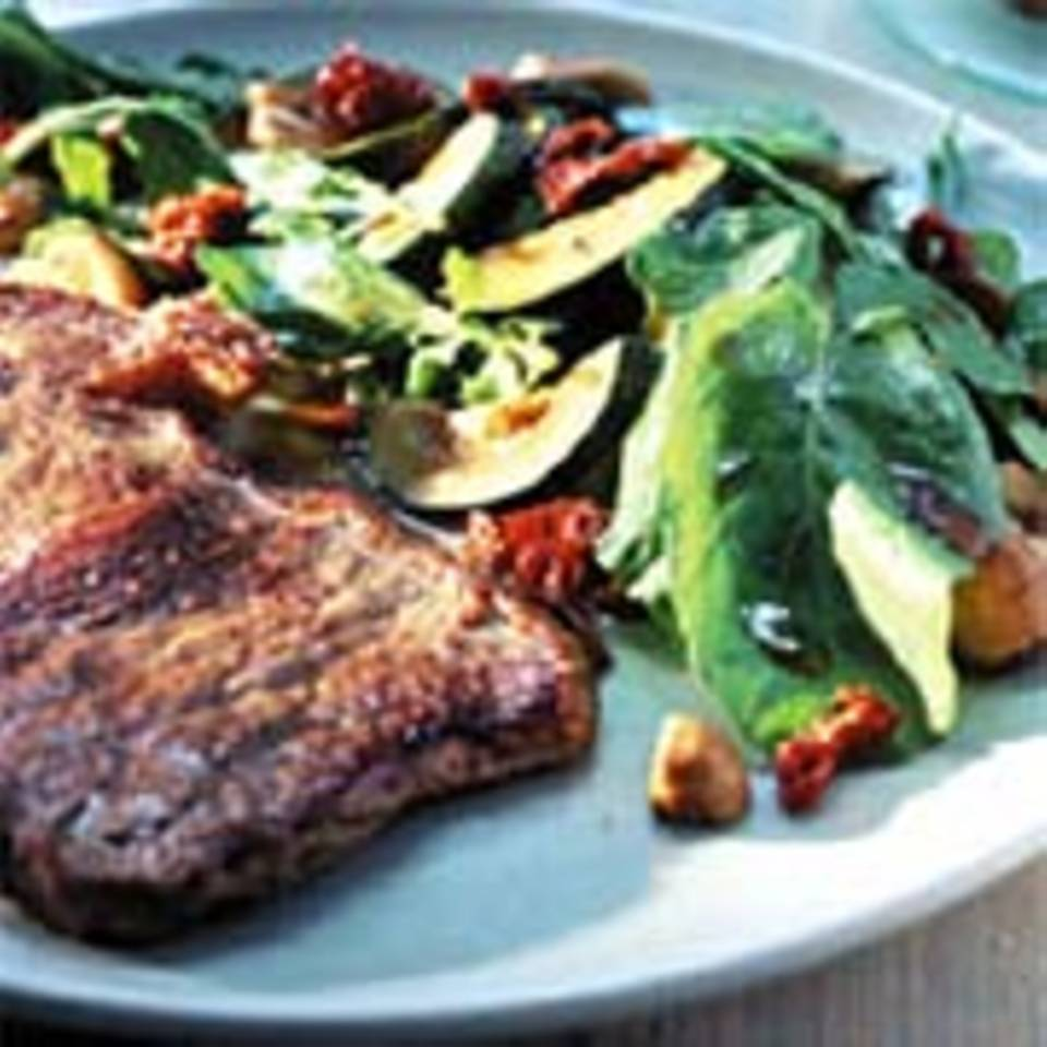 Rumpsteaks mit warmem Champignon-Zucchinisalat