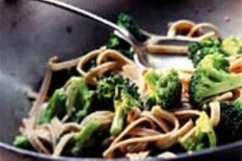 Scharfe Bandnudeln mit Brokkoli