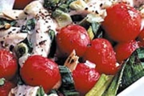 Gedämpftes Huhn mit Tomaten