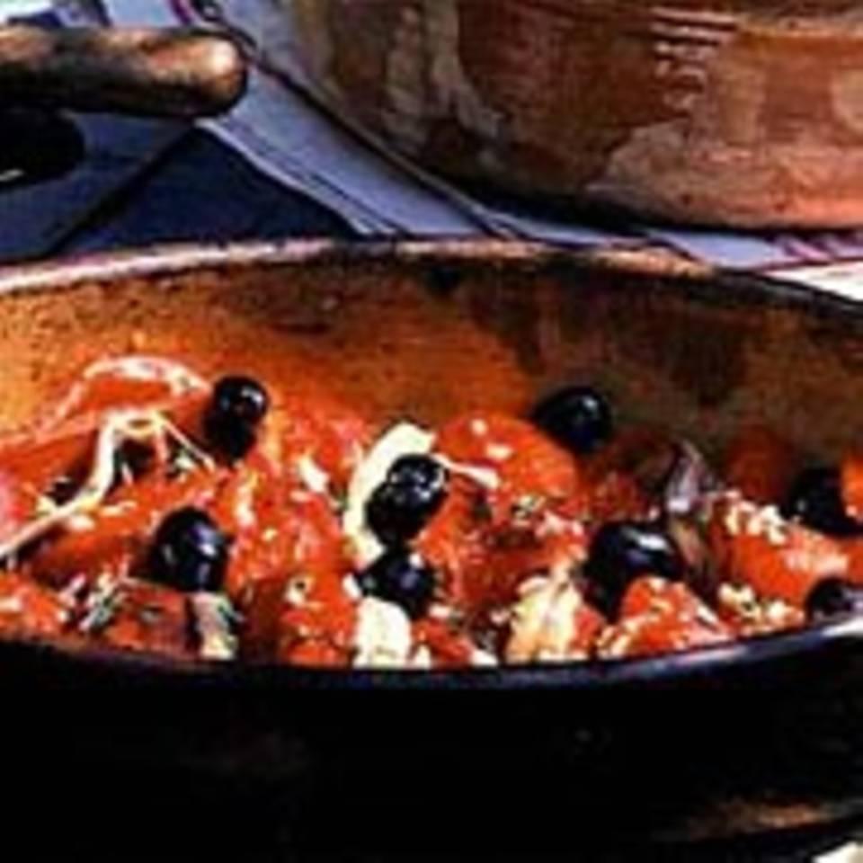 Gebackene Paprikaschoten mit Sardellenfilets und Oliven