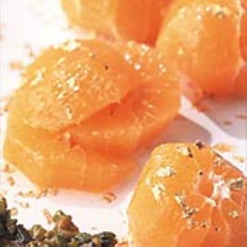 Mandarinensalat mit Pistazienkrokant und Danziger Goldwasser