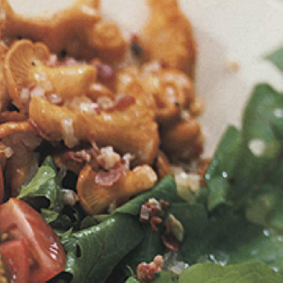 Raukesalat mit warmen Pfifferlingen
