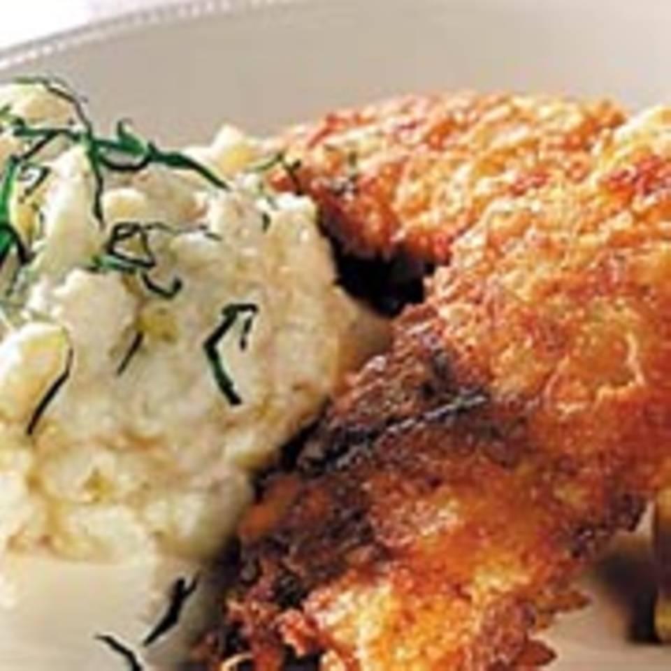 Paniertes Fischfilet auf Kartoffel-Sellerie-Püree