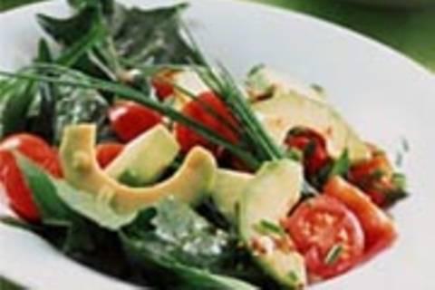 Grüner Salat mit Avocado