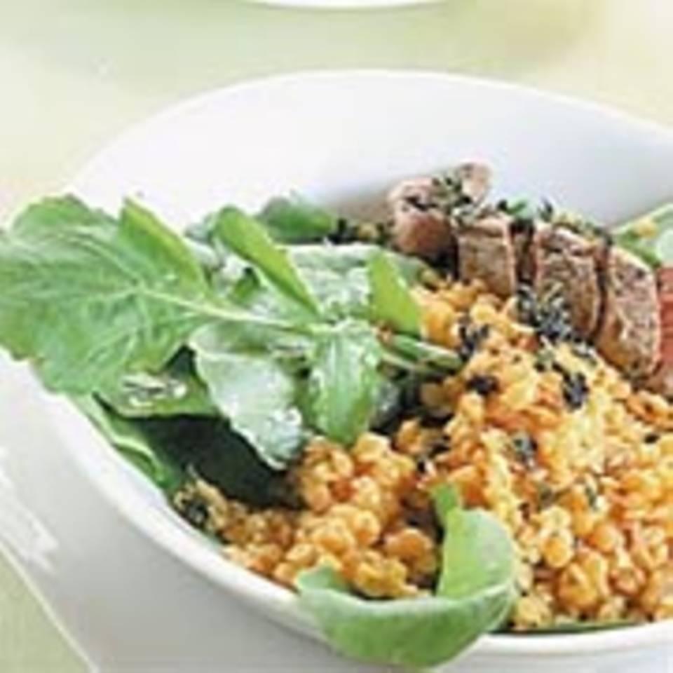 Rauke-Linsen-Salat mit gebratenem Lammfilet