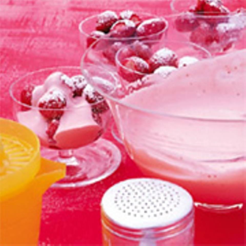 Erdbeeren mit Brandy-Erdbeer-Sahne