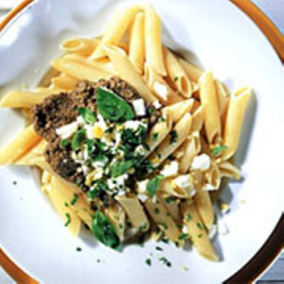Nudeln mit Oliven-Tapenade