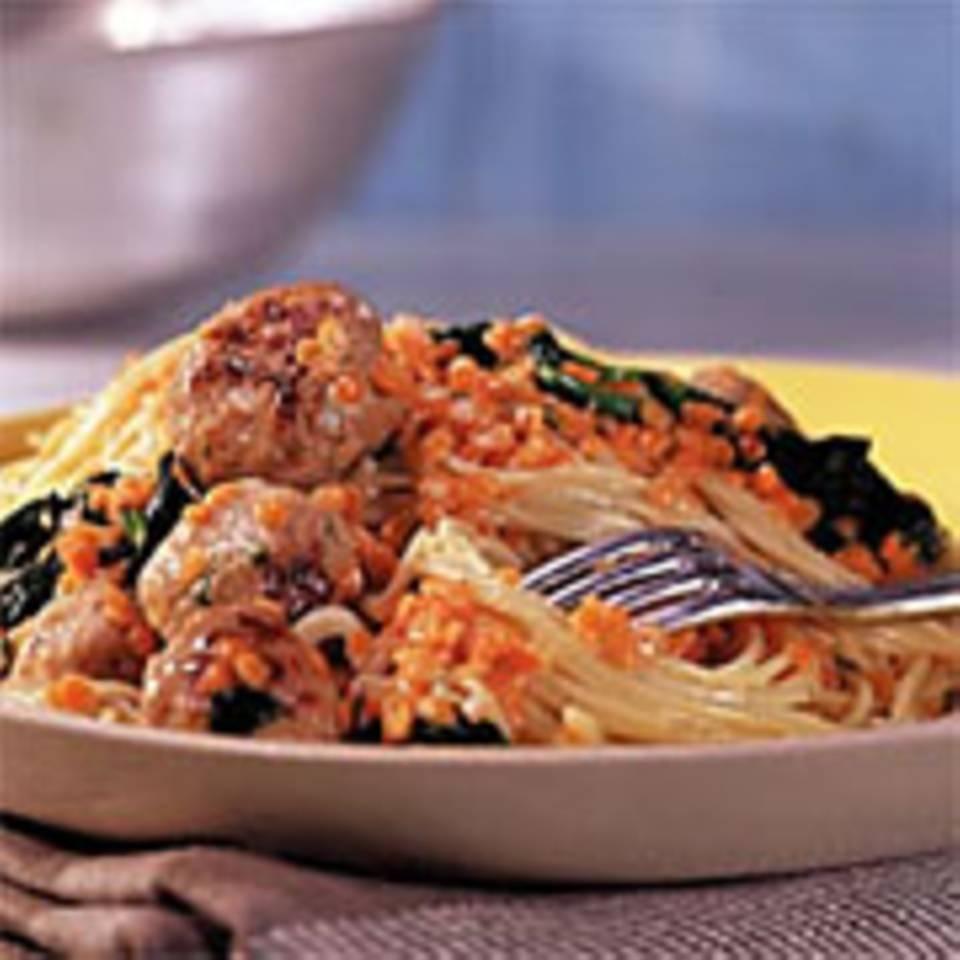 Spaghettini mit Blattspinat und Fleischklößchen