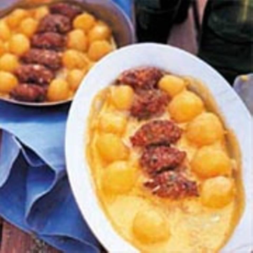 Kartoffeln mit Hackfleischnocken in Kurkuma-Sahne