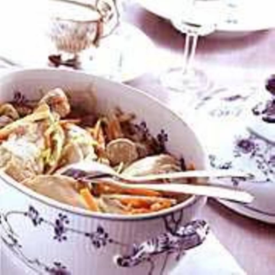 Pochierte Poularde mit Gemüse-Julienne