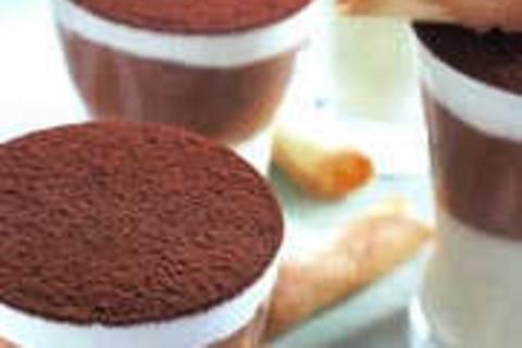 Schokoladenmousse weiß-schwarz im Glas