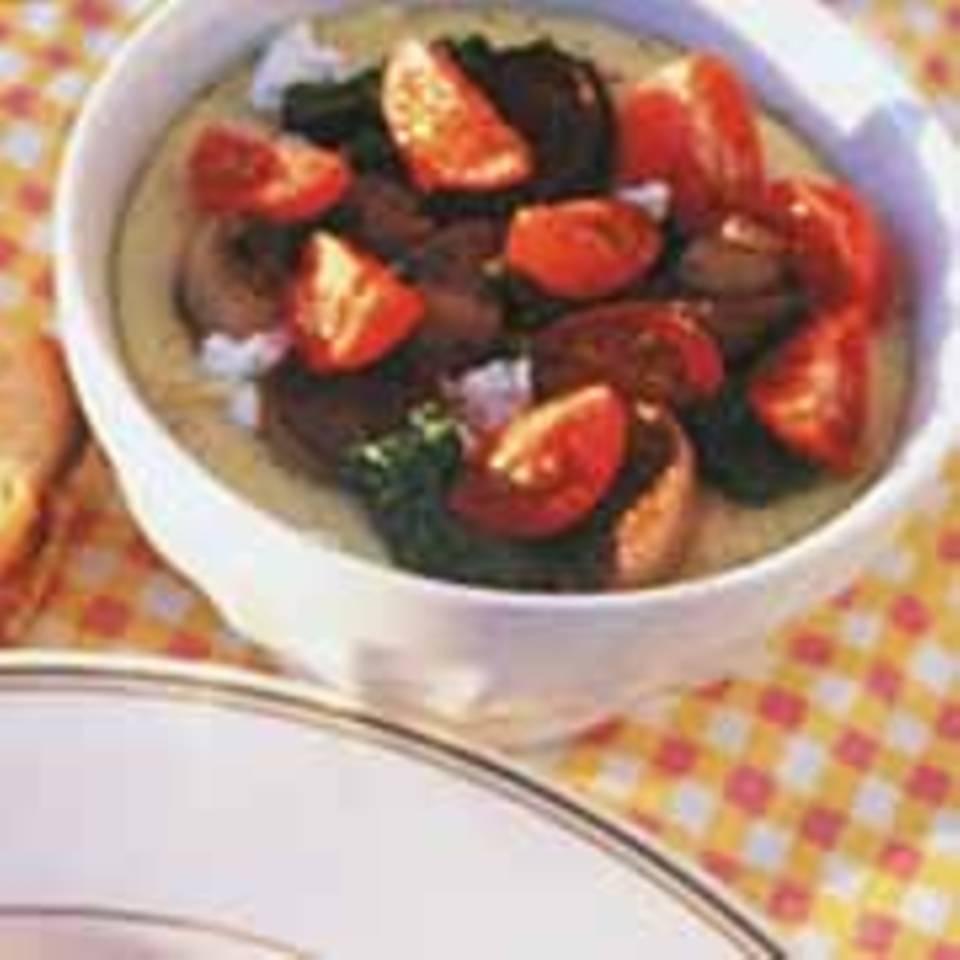 Polenta mit Tomaten-Pilz-Gemüse