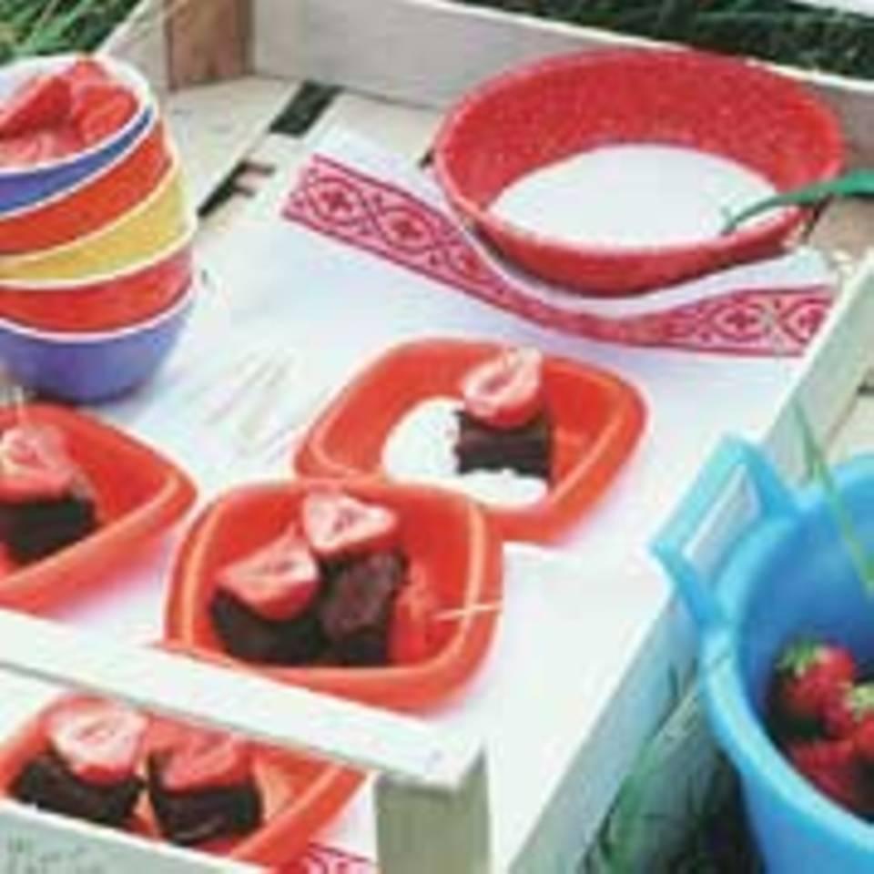 Schokowürfel mit Erdbeeren
