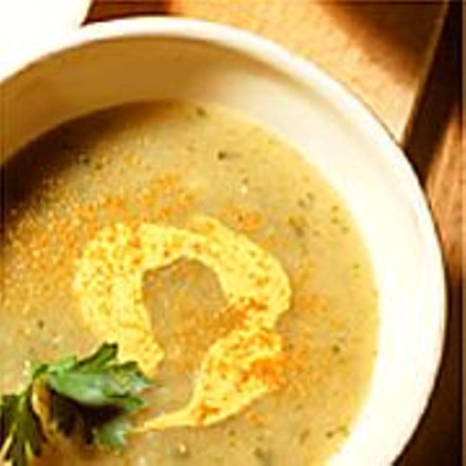 Kartoffelsuppe mit Currycreme