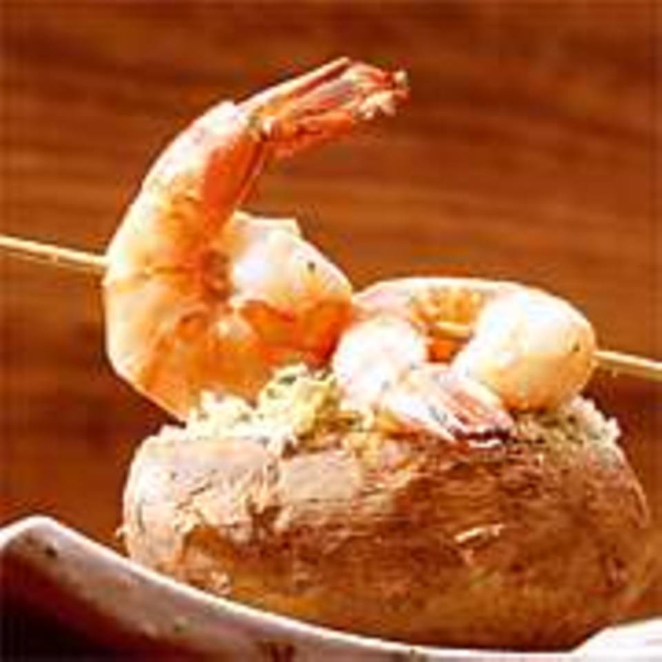 Überbackene Kartoffeln mit Avocado und Garnelen