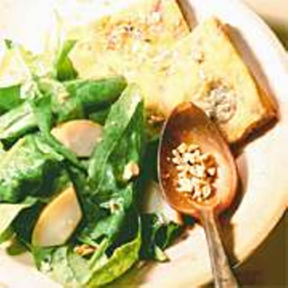 Kartoffelkuchen mit Spinatsalat