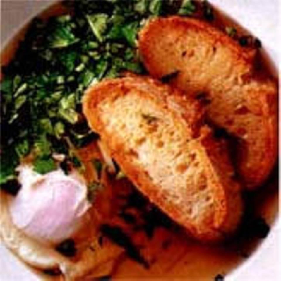 Portugiesische Brotsuppe mit Ei