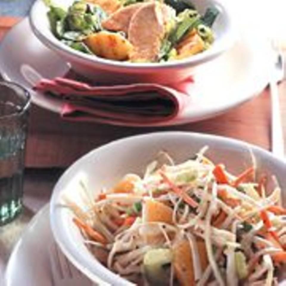 Römersalat mit gegrillter Ananas und asiatischer Soße