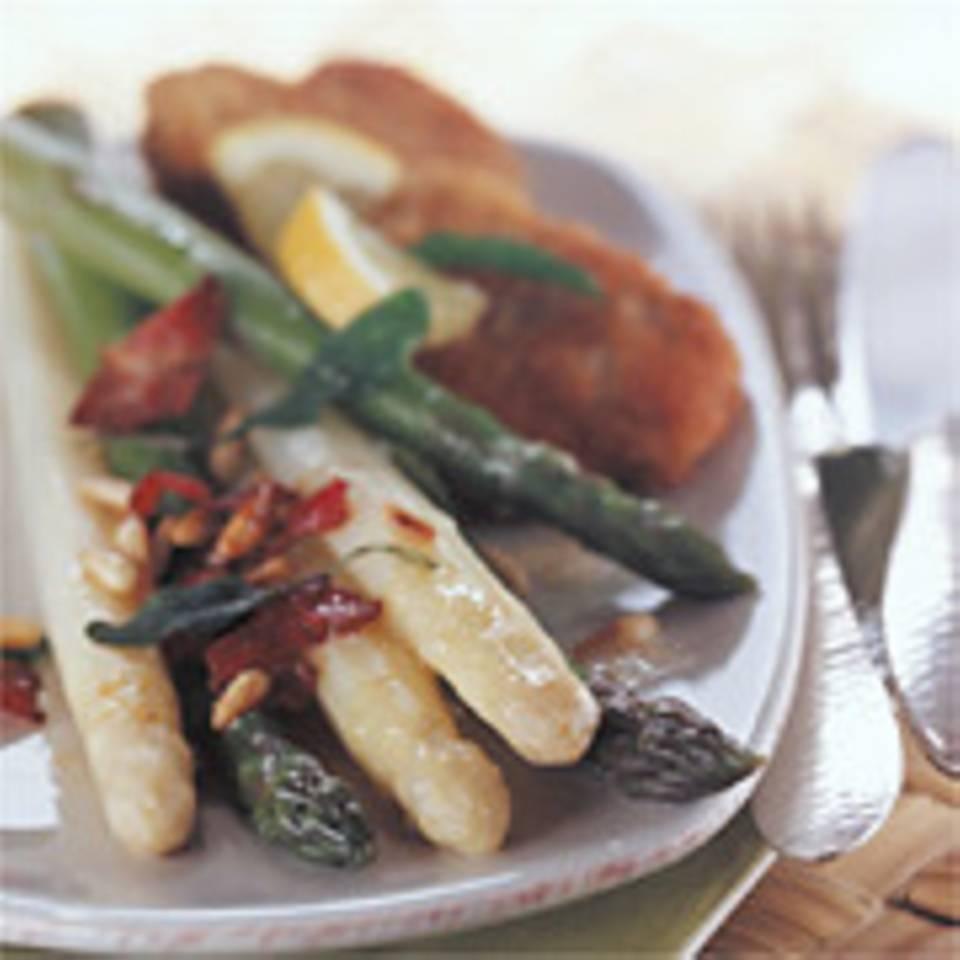 Spargel mit Pinienkern-Salbei-Butter und Kalbsschnitzeln