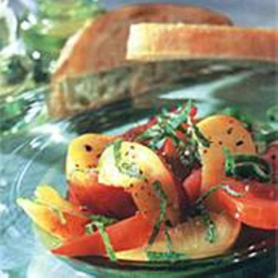 Tomaten-Nektarinen-Salat