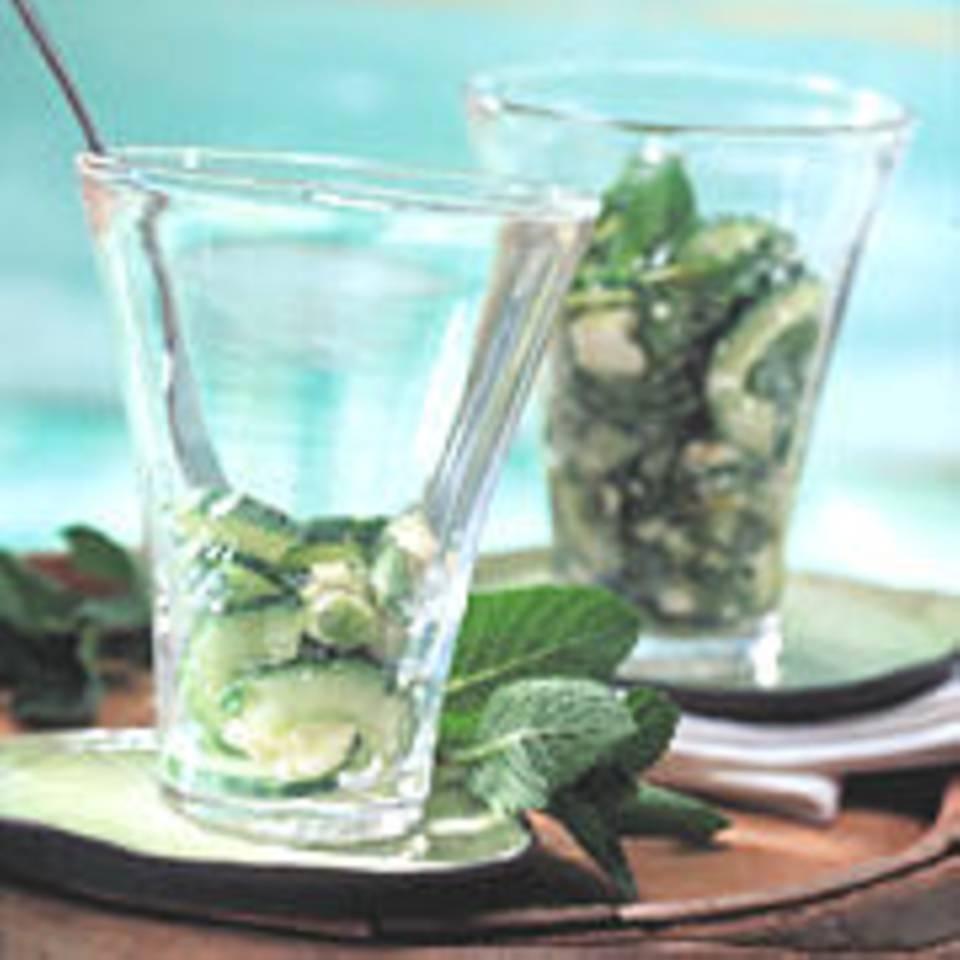 Gurkensalat mit Feta-Käse und Minze