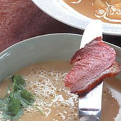 Apfel-Curry-Cremesuppe mit gebratener Entenbrust