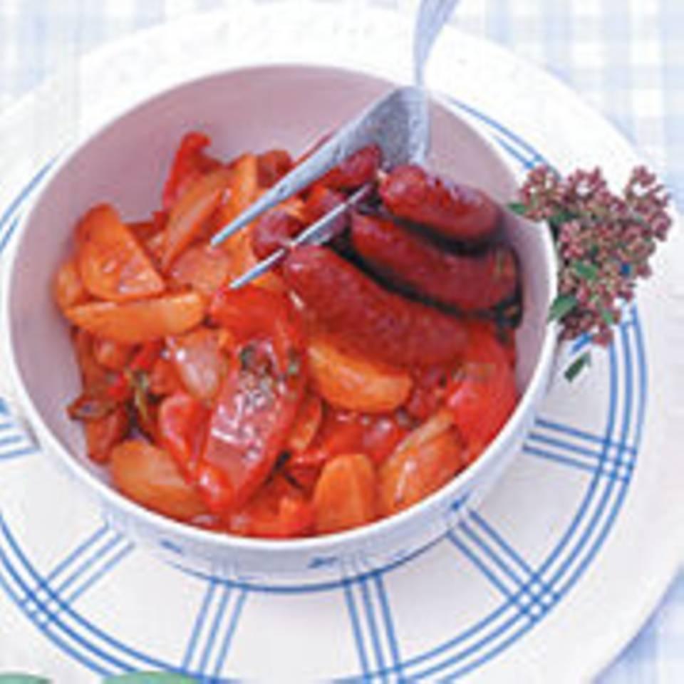 Kartoffel-Paprika-Gulasch mit Knoblauchwurst