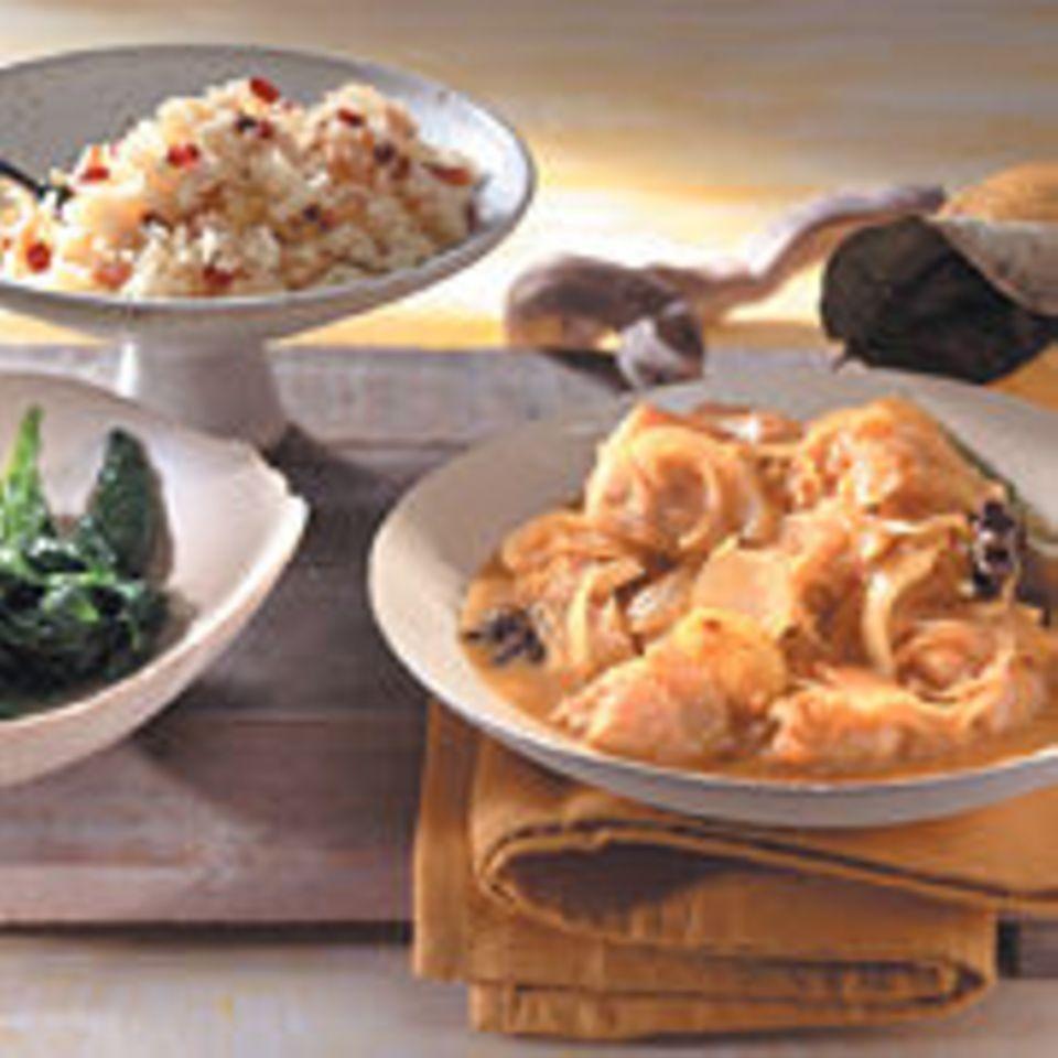 Quittencurry mit Huhn, Reis und Blattspinat