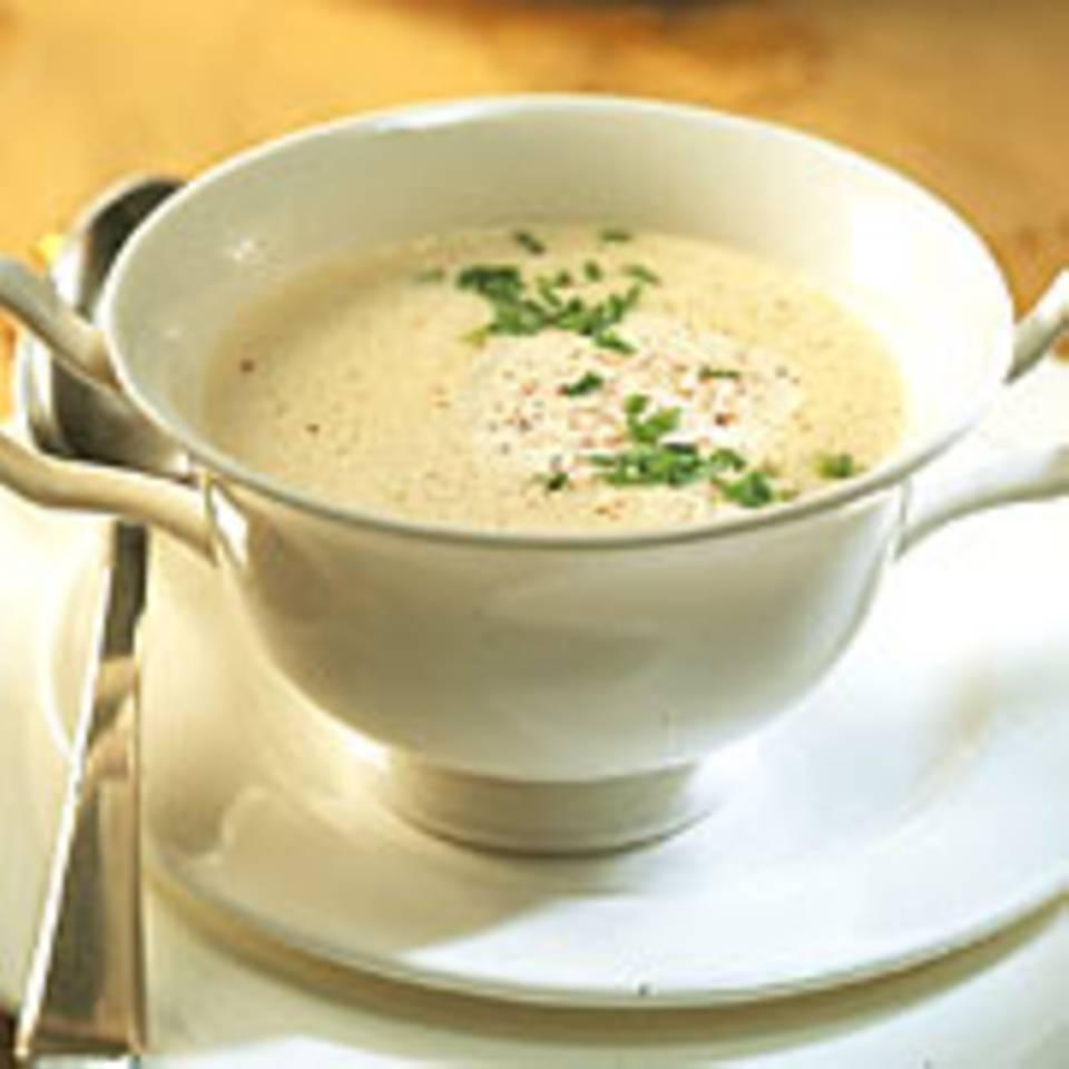 Feine Zwiebelsuppe mit Parmesan