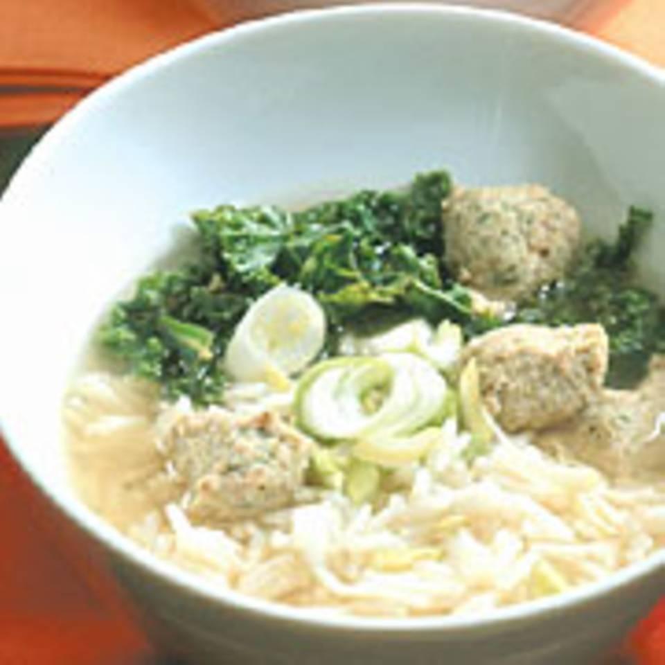Kardamom-Reis-Suppe mit Hackklößchen
