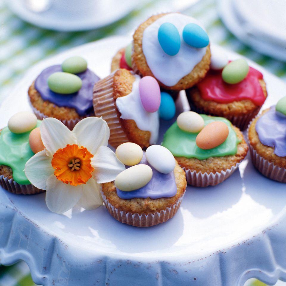 Möhren-Muffins mit bunten Eiern