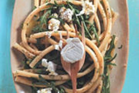 Zita-Salat mit Ziegenkäseflocken
