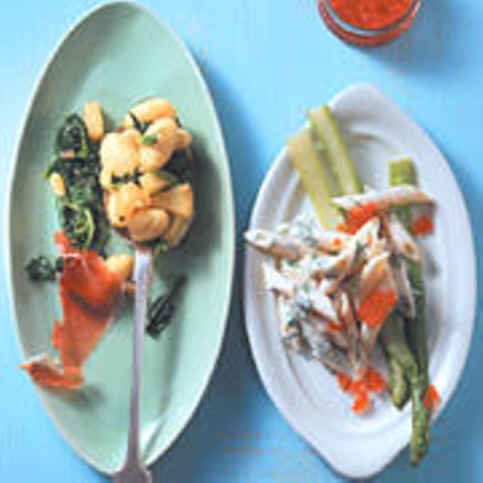 Penne rigate mit grünem Spargel und Keta-Kaviar