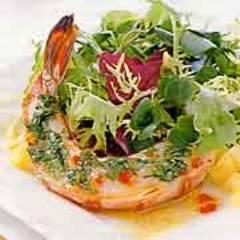 Blattsalat mit Koriander-Garnelen
