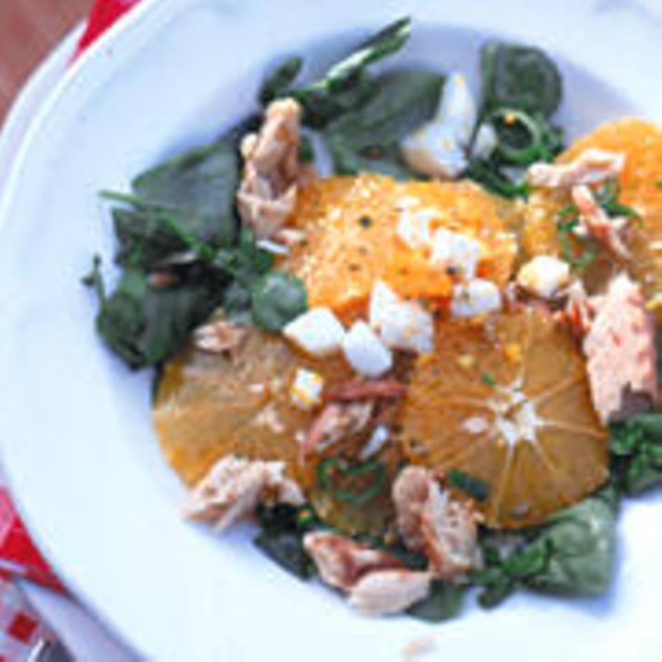 Orangensalat mit Makrelenfilet