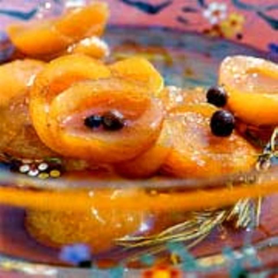 Aprikosen in Gewürz-Marsala