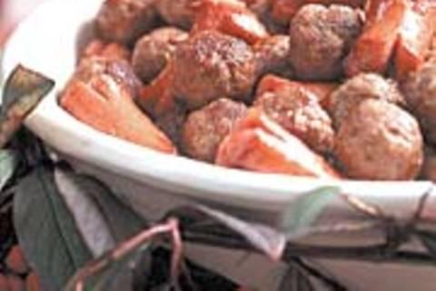 Fleischbällchen und kleine Würstchen