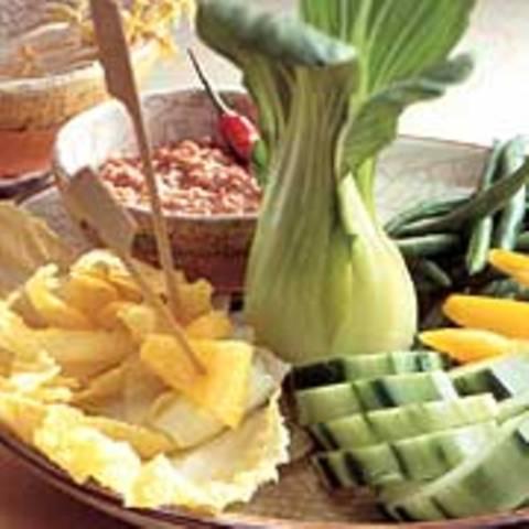 Gemüse mit Erdnuss-Dip