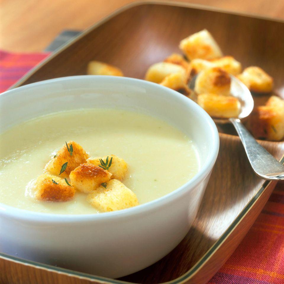 Pastinakensuppe mit Brioche-Croutons